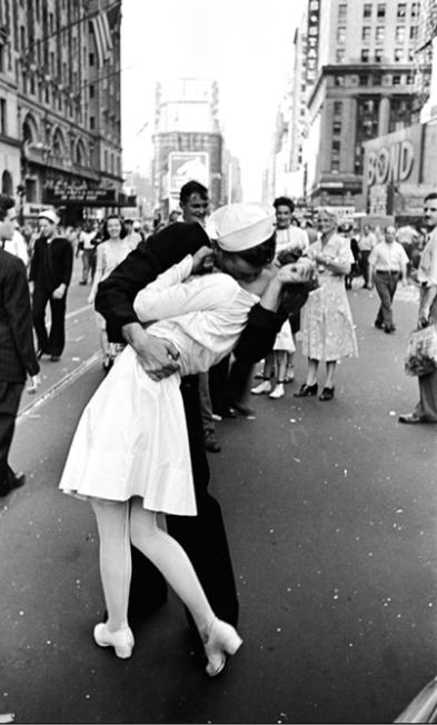Sailor Kissing Nurse in Times Square after Japanese Surrender of World War 2